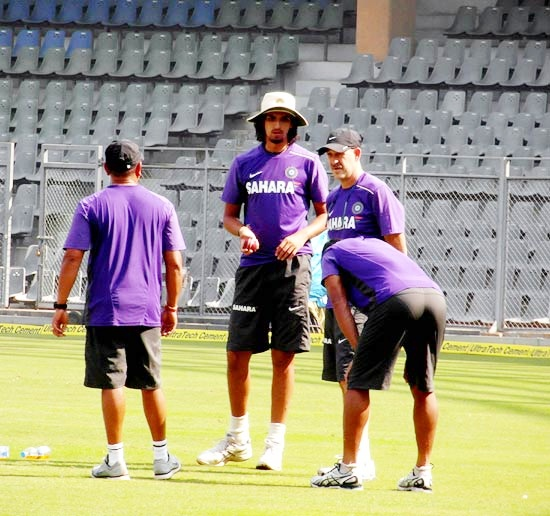 Ishant Sharma looks on as Umesh Yadav struggles in the nets