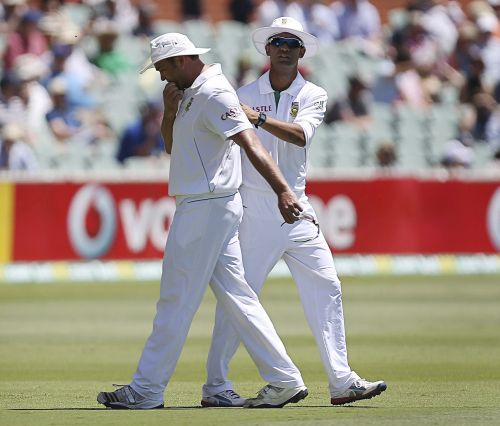 South Africa's Jacques Kallis (L) leaves the Adelaide cricket ground, during their second Test match against Australia