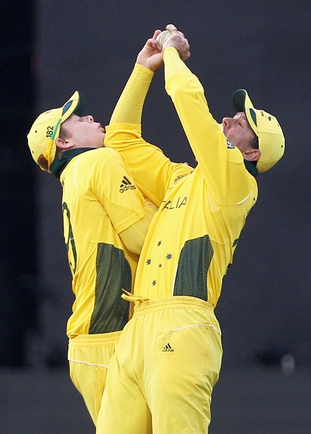 Ricky Ponting collides with teammate Steve Smith