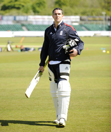 Pietersen in new ECB deal, to return to England team