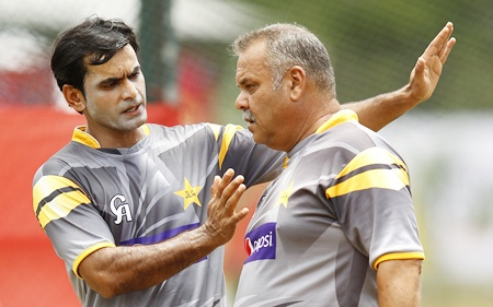 Pakistan's captain Mohammad Hafeez (left) discusses with coach Dav Whatmore