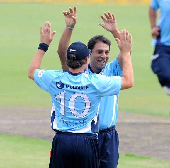 Azhar Mahmood of Auckland Aces celebrates the wicket of James Adams