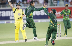 Pakistan's Mohammad Hafeez celebrates the wicket of Australia's George Bailey