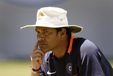 'Tendulkar should work his way out of this hole he is in'