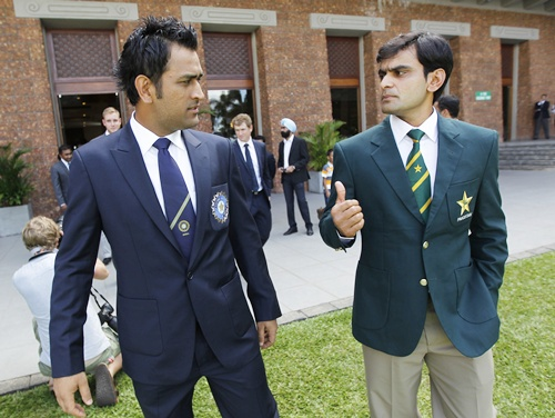 India captain MS Dhoni and Pakistan captain Mohammad Hafeez