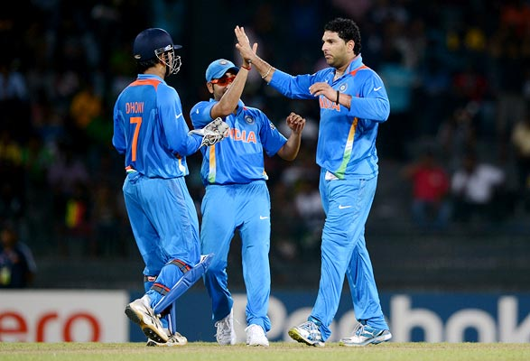 Yuvraj Singh with team-mates
