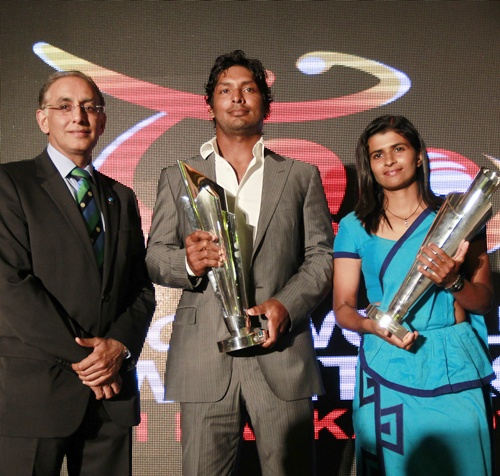 (From Left) International Cricket Council (ICC) Chief Executive Haroon Lorgat   (left), Sri Lanka's cricketer Kumar Sangakkara and Twenty 20 women team captain Shashikala Siriwardene