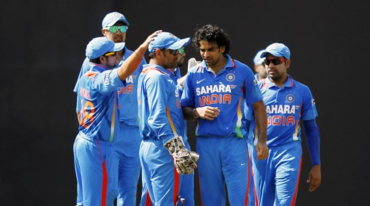 Captain Mahendra Singh Dhoni speaks to Zaheer Khan