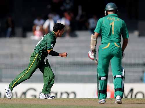 Yasir Arafat of Paksitan (L) celebrates the wicket of Hashim Amla of South Africa during the Super Eight match between Pakistan and South Africa