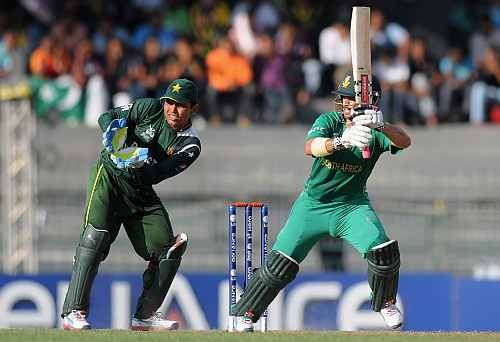 Kamran Akmal of Pakistan looks on as JP Duminy of South Africa bats during the Super Eight match between Pakistan and South Africa