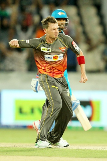 Steyn's three wkts in an over sends Warriors crashing