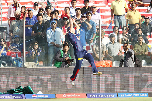 David Warner of Delhi Daredevils drops the catch to dismiss Rahul Dravid