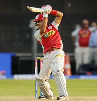 Manan Vohra of Kings XI Punjab bats