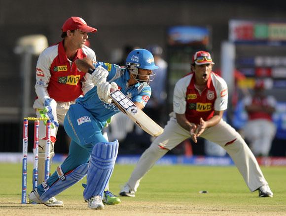 Abhishek Nayar of Pune Warriors bats