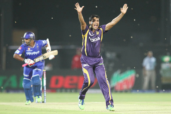 Laxmi Ratan Shukla of Kolkata Knight Riders appeals successfully for the wicket of Stuart Binny of Rajasthan Royals