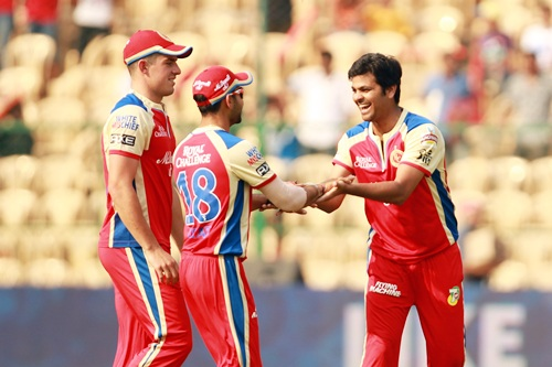 RP Singh is congratulated by skipper Virat Kohli and Moises Henriques after the dismissal of Reddy.