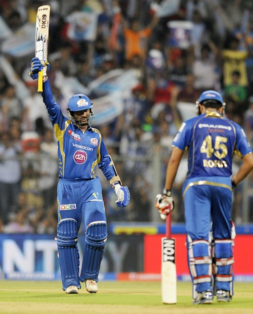 Dinesh Karthik celebrates his fifty
