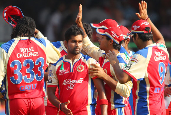 Vinay Kumar celebrates the wicket of Jacques Kallis