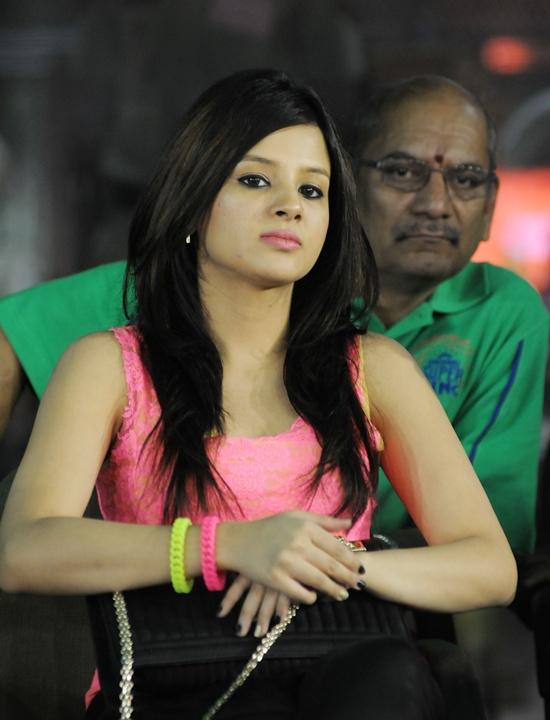 PIX: Preity Zinta, Sakshi Dhoni glam up IPL tie