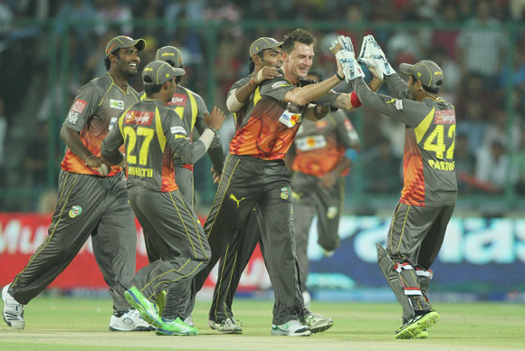 Dale Steyn and The Sunrisers Hyderabad celebrates the wicket of Delhi Daredevils player David Warner