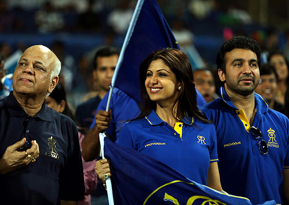 Shilpa Shetty and Raj Kundra react during the match between Rajasthan Royals and Pune Warriors India on Thursday