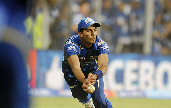 Rishi Dhawan of Mumbai Indians takes a catch to dismiss Mitchell Marsh