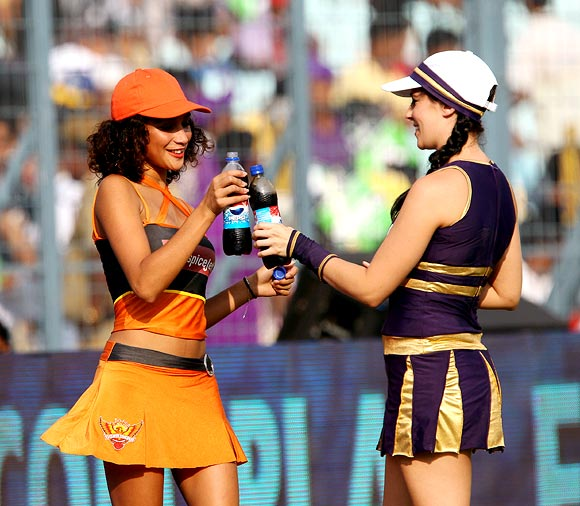 The cheerleaders from Sunrisers Hyderabad and Kolkata Knight Riders