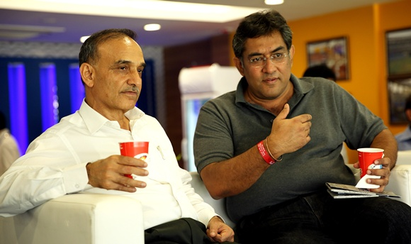 Mumbai's commissioner of police Satyapal Singh (left)