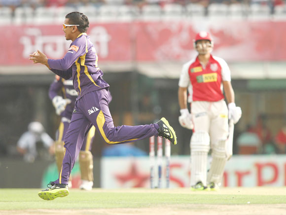Sunil Narine of Kolkata Knight Riders takes the catch to get Azhar Mahmood of Kings XI Punjab