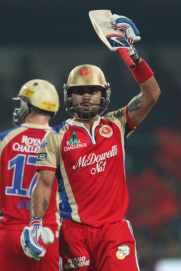 Kohli first batsman to notch over 300 runs in IPL 6