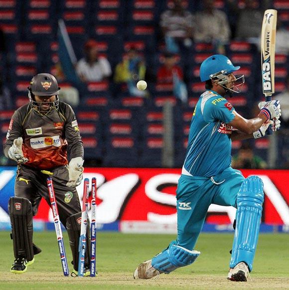 Rahul Sharma is bowled by Amit Mishra