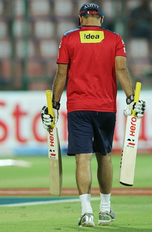 Dew factor led to recurrence of Sehwag's back problems