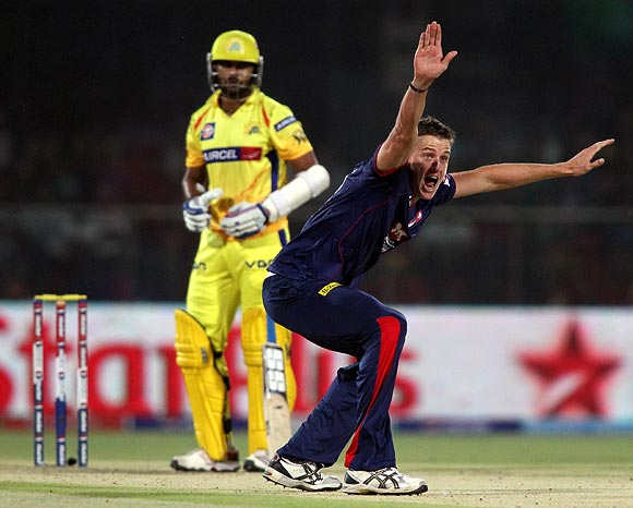 Morne Morkel appeals successfully for the wicket of Murali