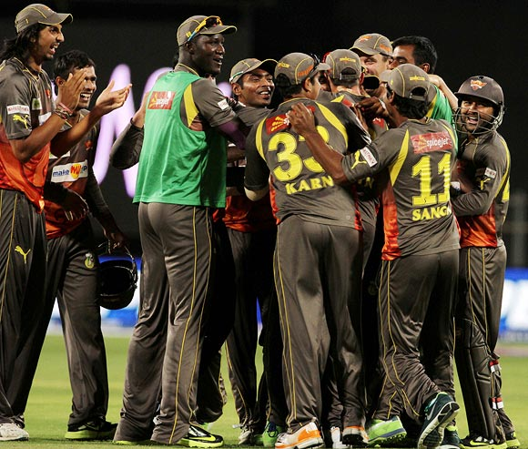 Sunrisers Hyderabad players celebrate winning the match against Pune Warriors