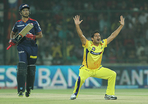 Mohit Sharma appeals for the wicket of Manprit Juneja