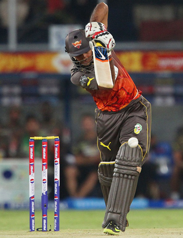 IPL: Sunrisers beat Kings XI by 5 wickets to move to top spot