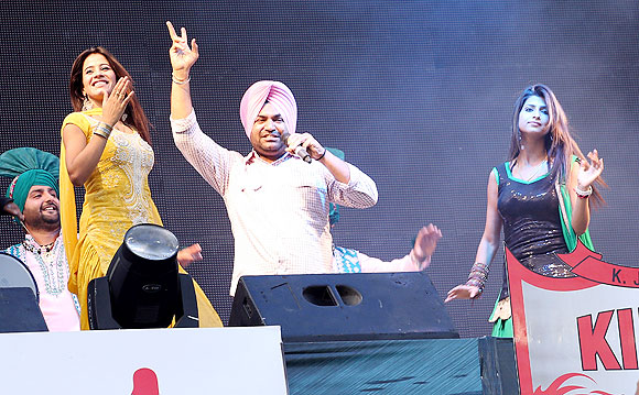 A singer jams before the match between The Kings XI Punjab and the Pune Warriors in Mohali on Sunday