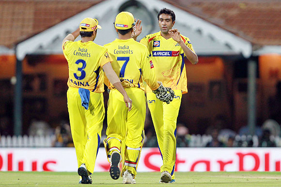 R Ashwin celebrates with MS Dhoni and Suresh Raina