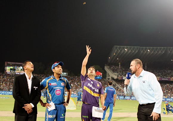 Kolkata Knight Riders captain Gautam Gambhir and Mumbai Indians captain Rohit Sharma at the toss