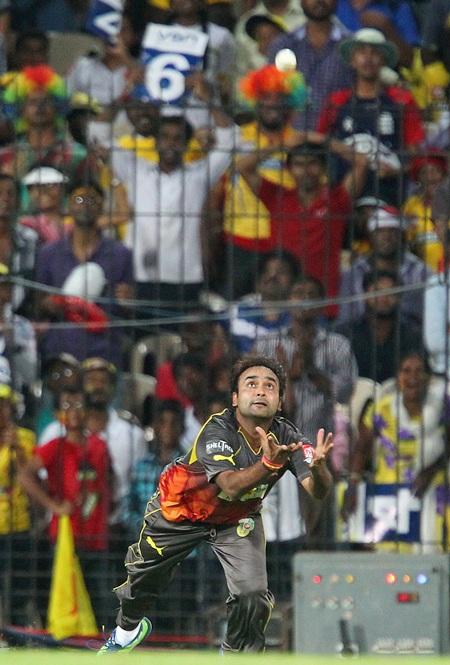 Amit Mishra drops M S Dhoni