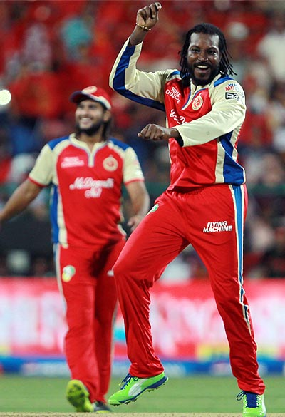 PHOTOS: Gayle celebrates 'Gangnam style' at IPL!