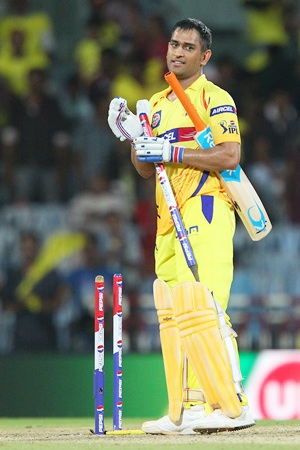 Dhoni stars in Chennai's 5-wkt win over Hyderabad
