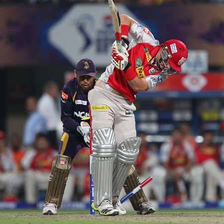 David Miller looks behind and finds the stumps disturbed