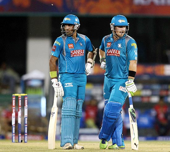 Robin Uthappa (left) with Aaron Finch
