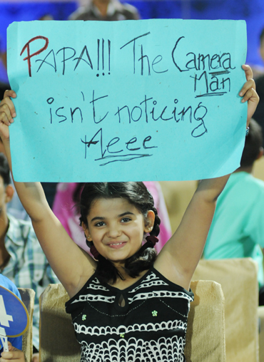 Rediff Cricket - Indian cricket - IPL PHOTOS: Get the message from the stands