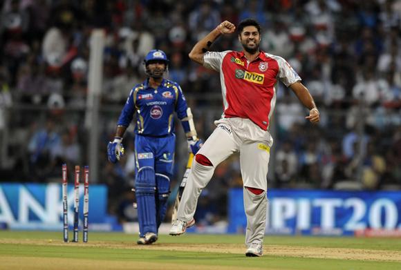 Manpreet Gony of Kings XI Punjab celebrates the wicket of Dinesh Karthik of Mumbai Indians