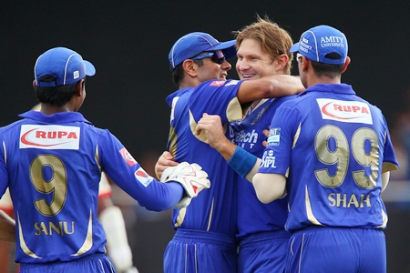 Rahul Dravid congratulates Shane Watson after he dismissed Gayle