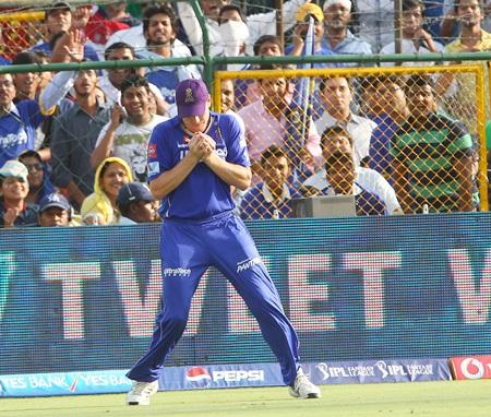 James Faulkner catches Virat Kohli at long-on