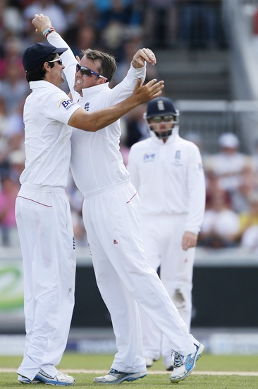 England's Graeme Swann (centre) celebrates with captain   Alastair Cook (left) after taking the wicket of Australia's Peter Siddle