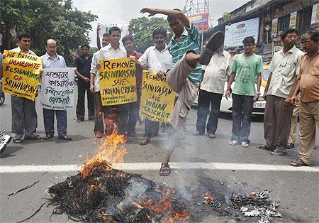 Protestors burn an effigy of N Srinivasan in Kolkata